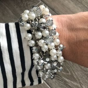 Jewelry - Gorgeous pearl and sparkle bracelet
